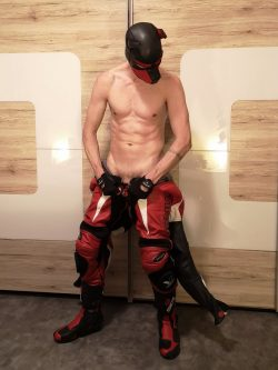 leather doggy on gay fetish sex cam