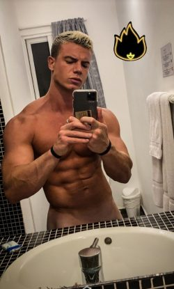 sexy gay muscle stud  cam model selfie