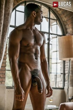 SEAN XAVIER AND BRIAN BONDS. Let me sit on that huge black cock!